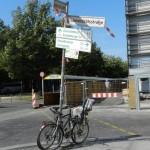 Wegweiser mit Fahrrad Berlin