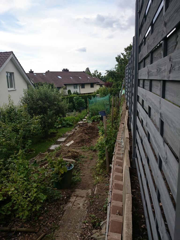 Garten vor den Hochbeeten
