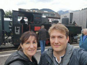 Stefan und Helen vor dem Wälderbähnle-September_2018-150.jpg
